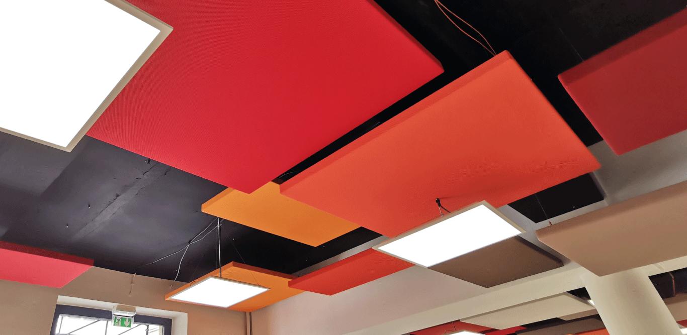 panneau acoustique suspendu au plafond